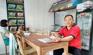 daniel worek, pemilik rumah makan manado: pingkan, di jl sutan syahrir 22 - solo